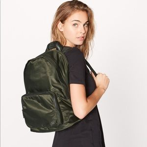Lululemon Everywhere Backpack 17L dark olive